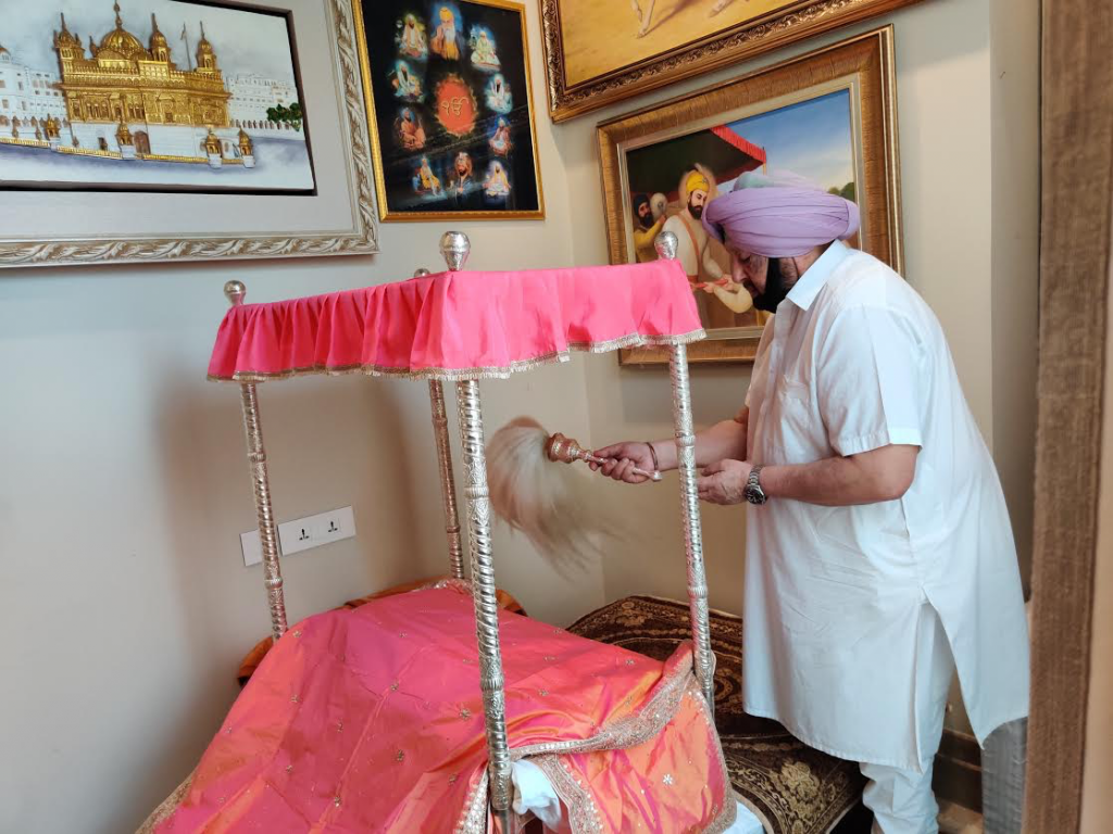 Captain Amarinder offering Ardas from his home