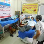 Barnala: DC Phoolka donates blood at Civil Hospital, urges youth to come forward