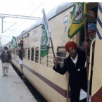 Trains full packed as more farmers leave for Delhi