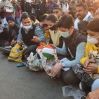 Children support the agitating farmers, donate money from piggy banks